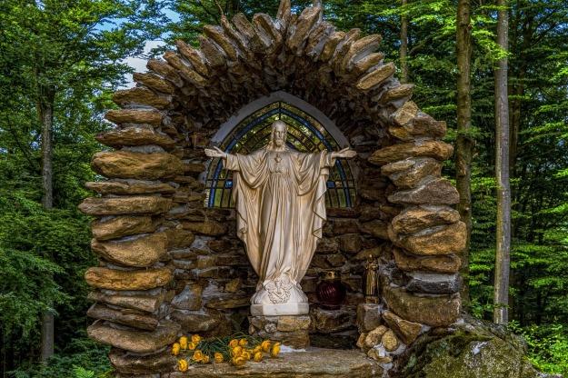 chapel-2513909_1280.jpg